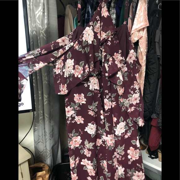 60d1be3c7f8 Torrid burgundy floral cold shoulder dress size 22.  M 5a652b1cdaa8f617d5e788c8